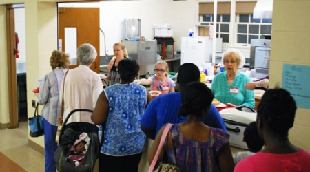 At Presbyterian church, Catholics serve lunch to needy